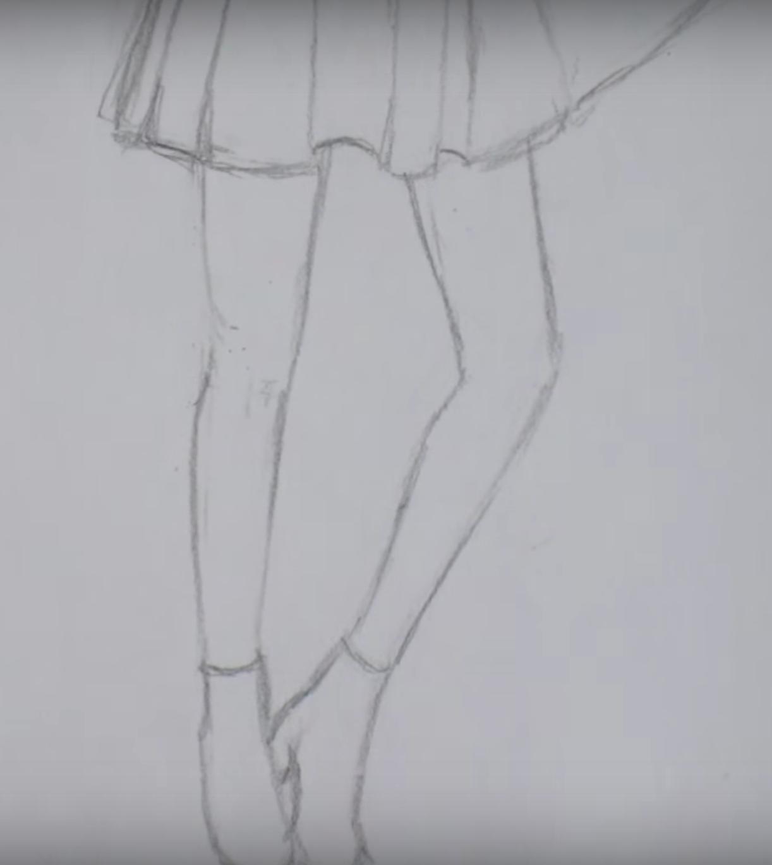 Девушка в длинном платье карандашом